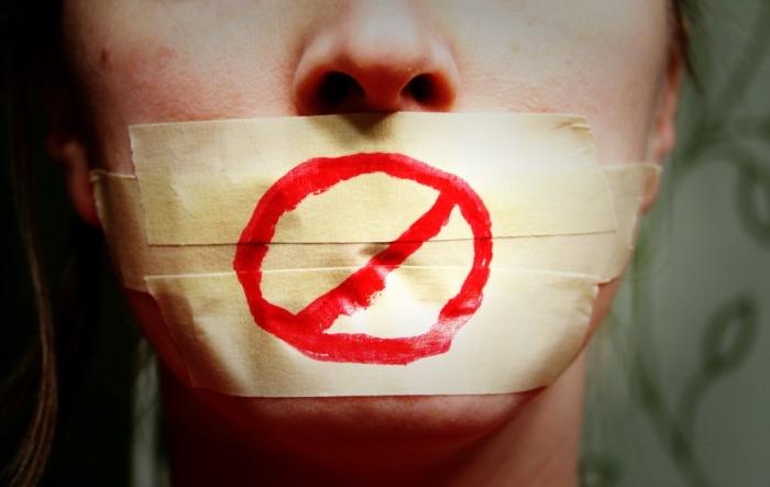 Espanya emmordassa la llibertat d'expressió i de reunió i restringeix el dret d'asil