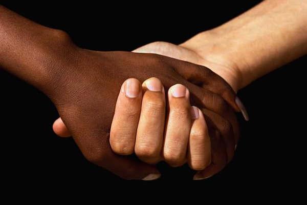 Manifest de condemna mesures racistes i xenòfobes: resposta política davant la crisi